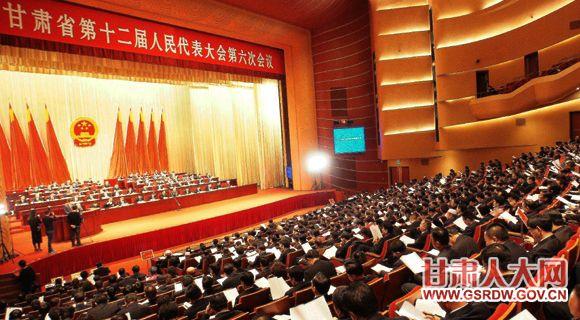 1月11日上午,省十二届人大六次会议举行第二次全体会议