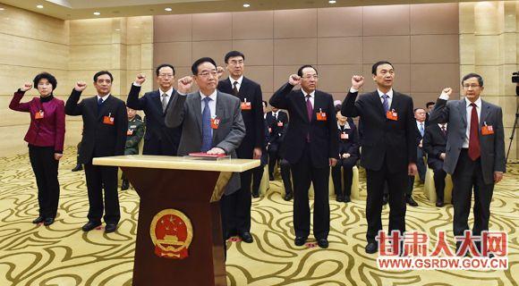 1月13日下午,新当选的省人大常委会委员和省人大部分专门委员会组成人员进行集体宣誓