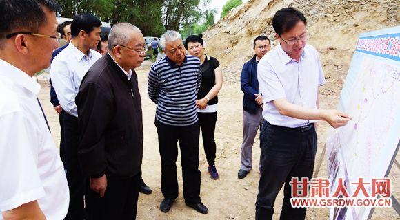 6月15日,省人大常委会副主任嘉木样·洛桑久美·图丹却吉尼玛在临洮县现场督办省十二届人大六次会议第507号代表建议