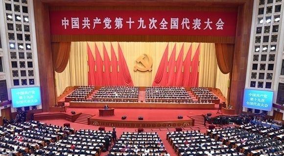 10月18日中国共产党第十九次全国代表大会在北京人民大会堂开幕  习近平代表第十八届中央委员会向大会作报告