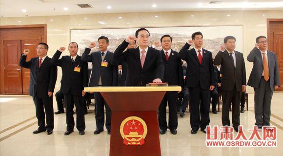 1月20日,省十二届人大常委会第三十七次会议决定任命和任命人员进行宪法宣誓