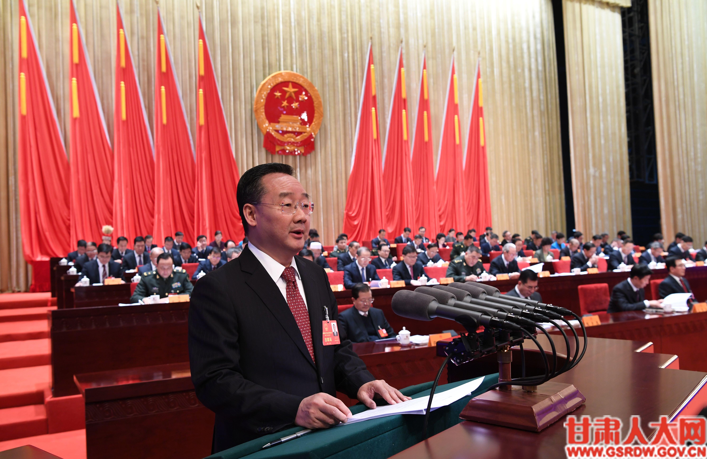 1月10日上午,省长唐仁健作《政府工作报告》