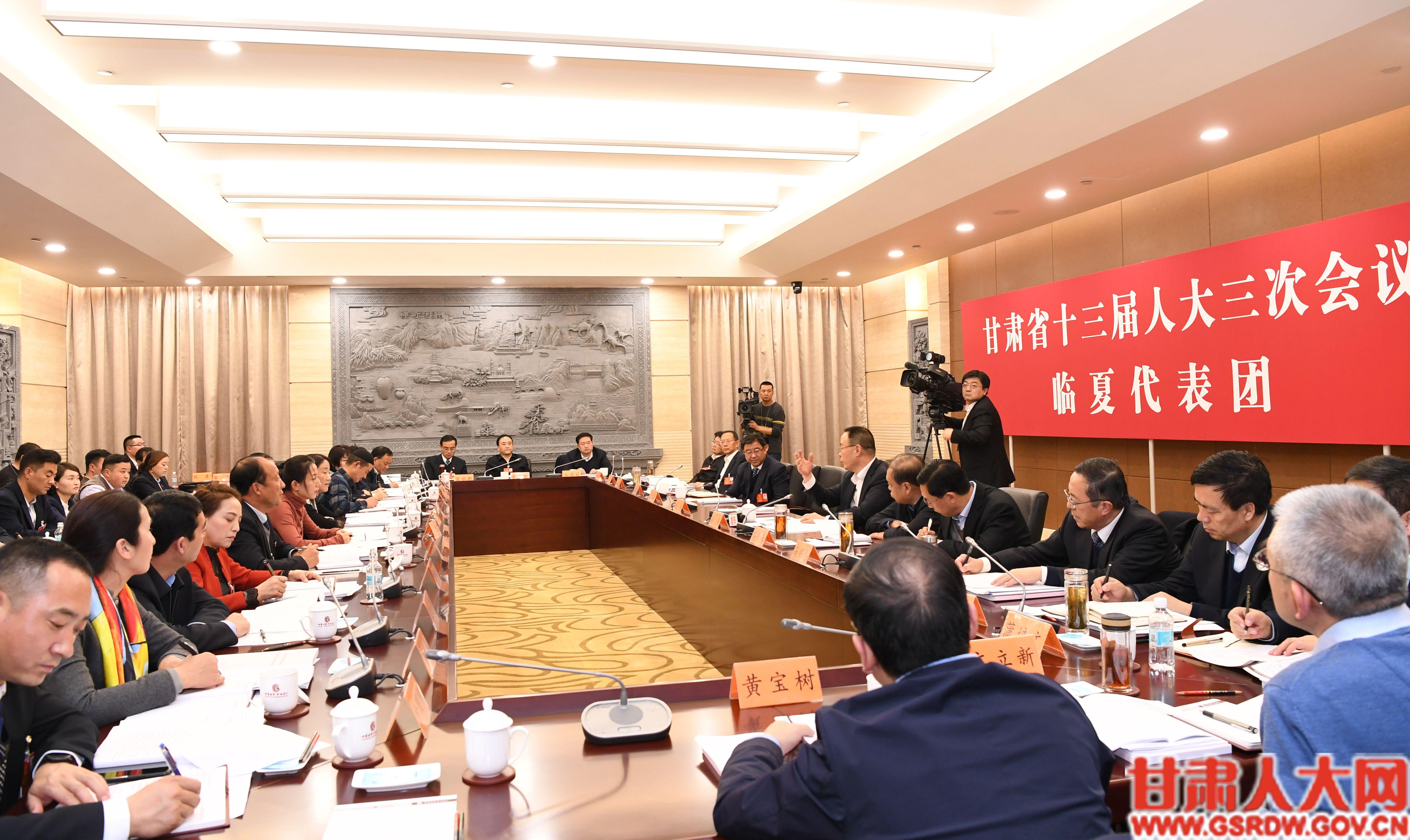 临夏州代表团审议政府工作报告