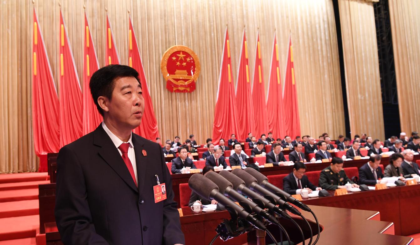 省高级人民法院院长张海波向大会作省高级人民法院工作报告