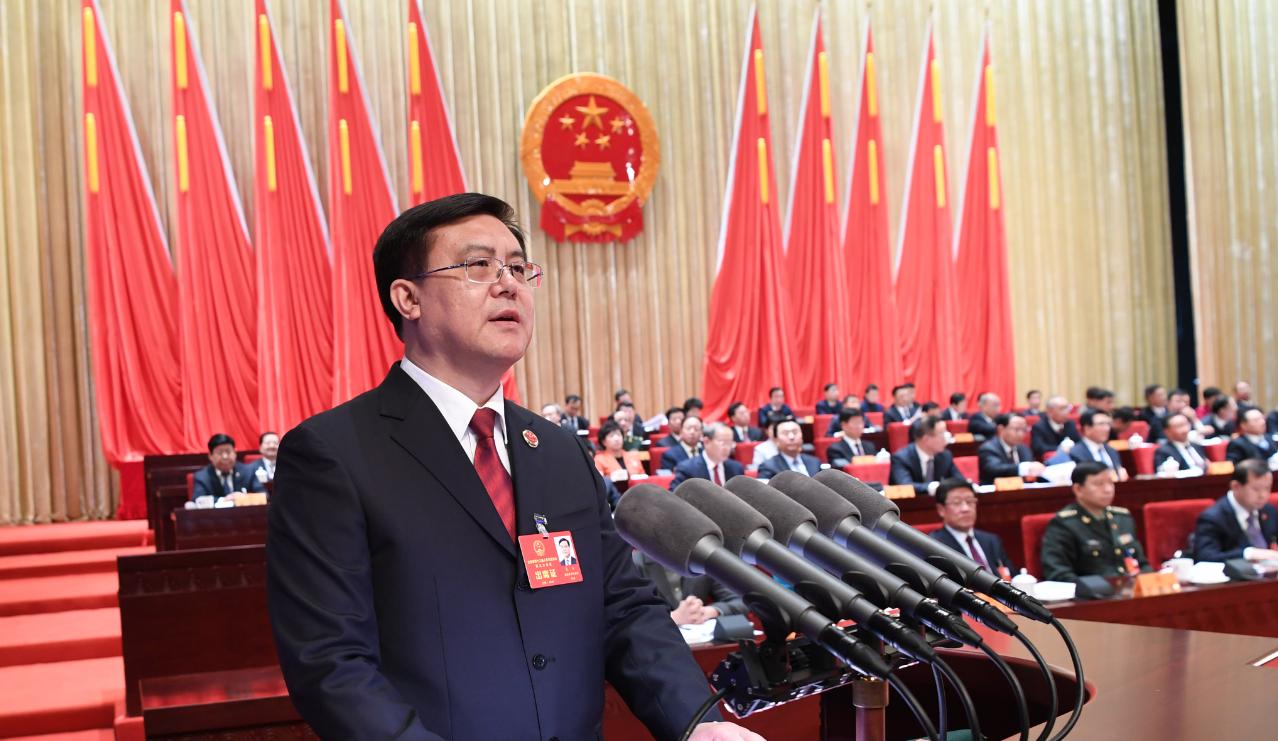 省人民检察院检察长朱玉向大会作省人民检察院工作报告