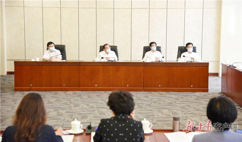 甘肃代表团分组继续审议政府工作报告,林铎参加第一小组审议