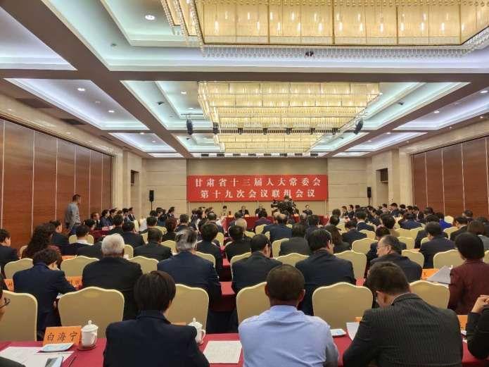 9月23日下午,省十三届人大常委会第十九次会议举行联组会议