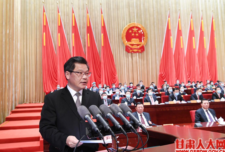 省委副书记、新当选的省长任振鹤在闭幕会上作表态发言
