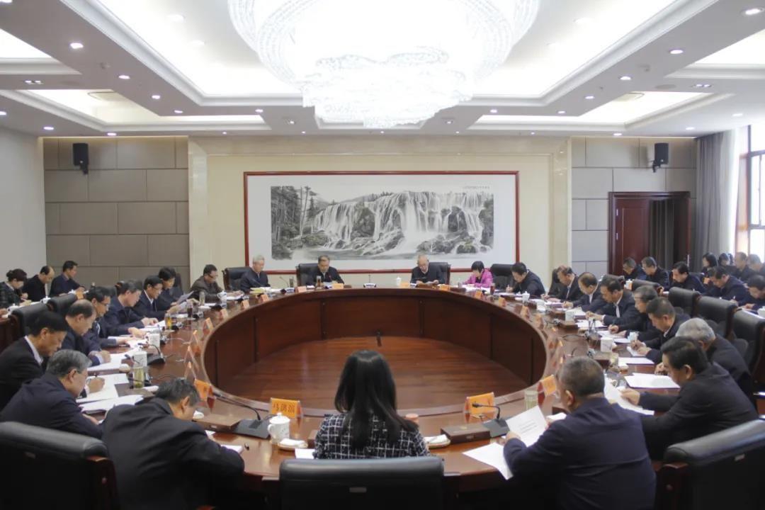 2月24日,省人大常委会党组扩大会议暨理论学习中心组学习会议召开