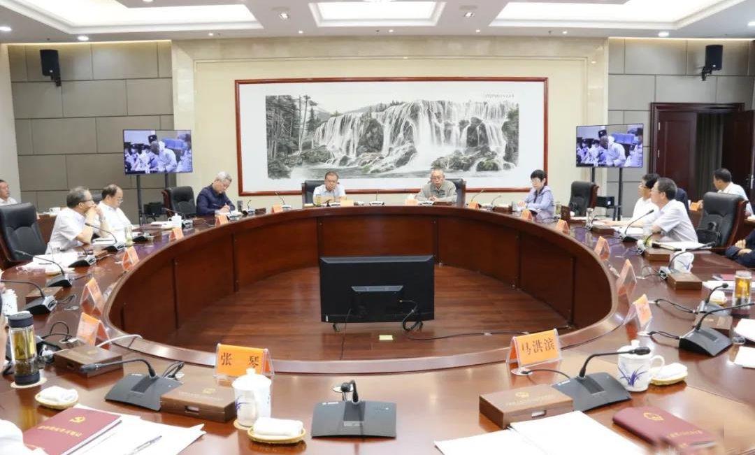 6月18日,省人大常委会召开党组(扩大)会议暨理论学习中心组学习会议